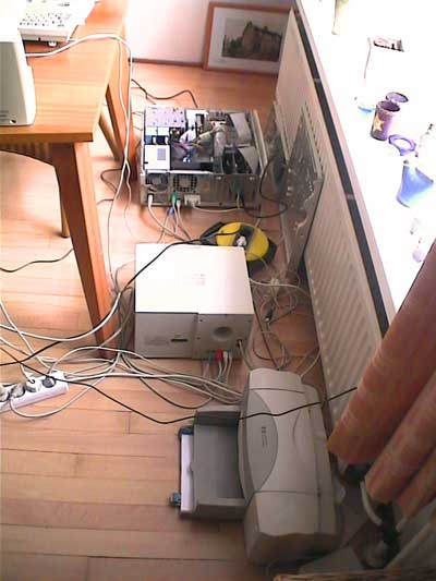 The livingroom mess at mazaliens home